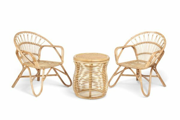 2 natural nordic chairs and royal lamp table